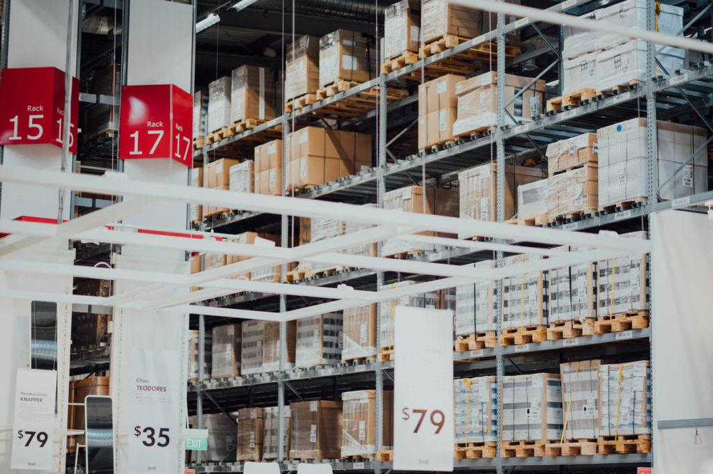 Entrepôt logistique avec produits et cartons module SAP EAM
